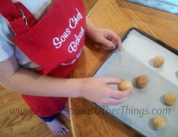 Baking Cookies parchment paper at ApronStringsOtherThings.com #CookUpFun #PersonalCreations