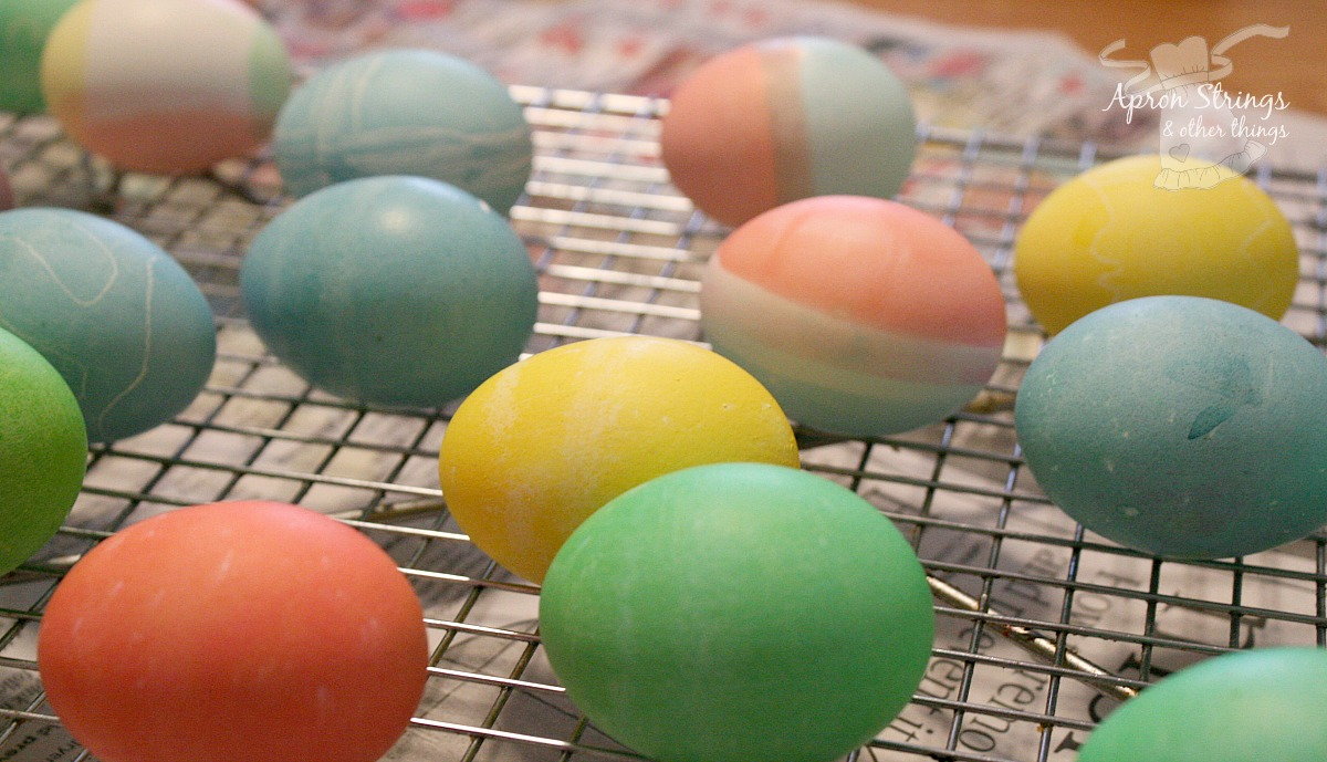 Coloring Easter Eggs with Simple Homemade Dyes at ApronStringsOtherThings.com