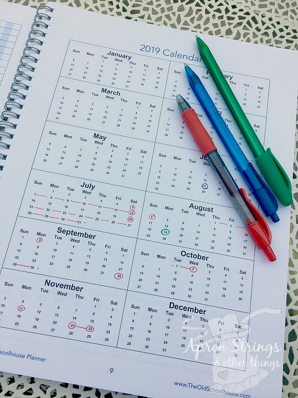 Hey Mama Homeschooling Planner yearly calendar at ApronStringsOtherThings.com